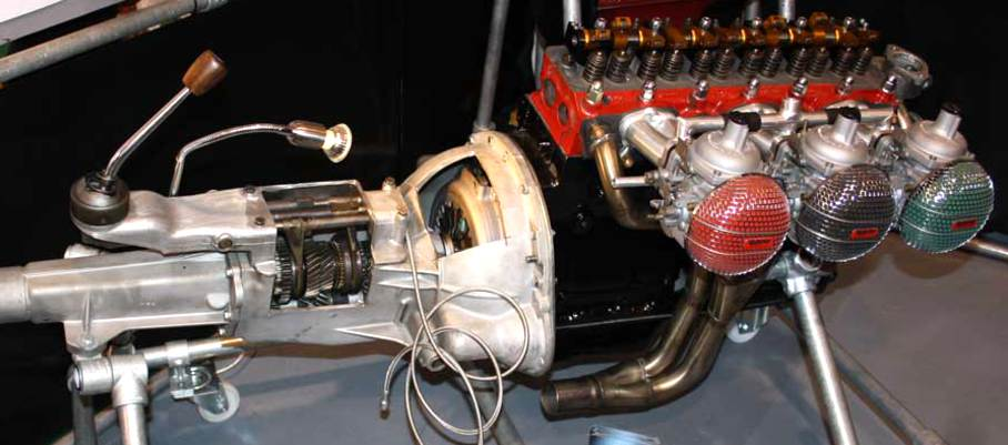 Motorbauteile, Getriebe, Kupplung, Dreifachvergaser